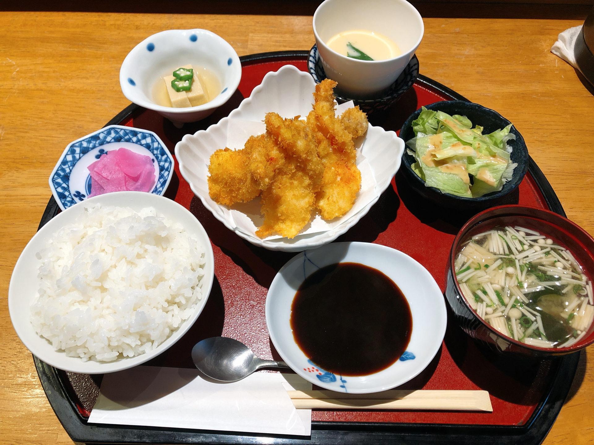 大多羅駅から徒歩約10分 和食にしざきのランチタイムは、揚げ物中心の、日替定食と天ぷら定食が人気!