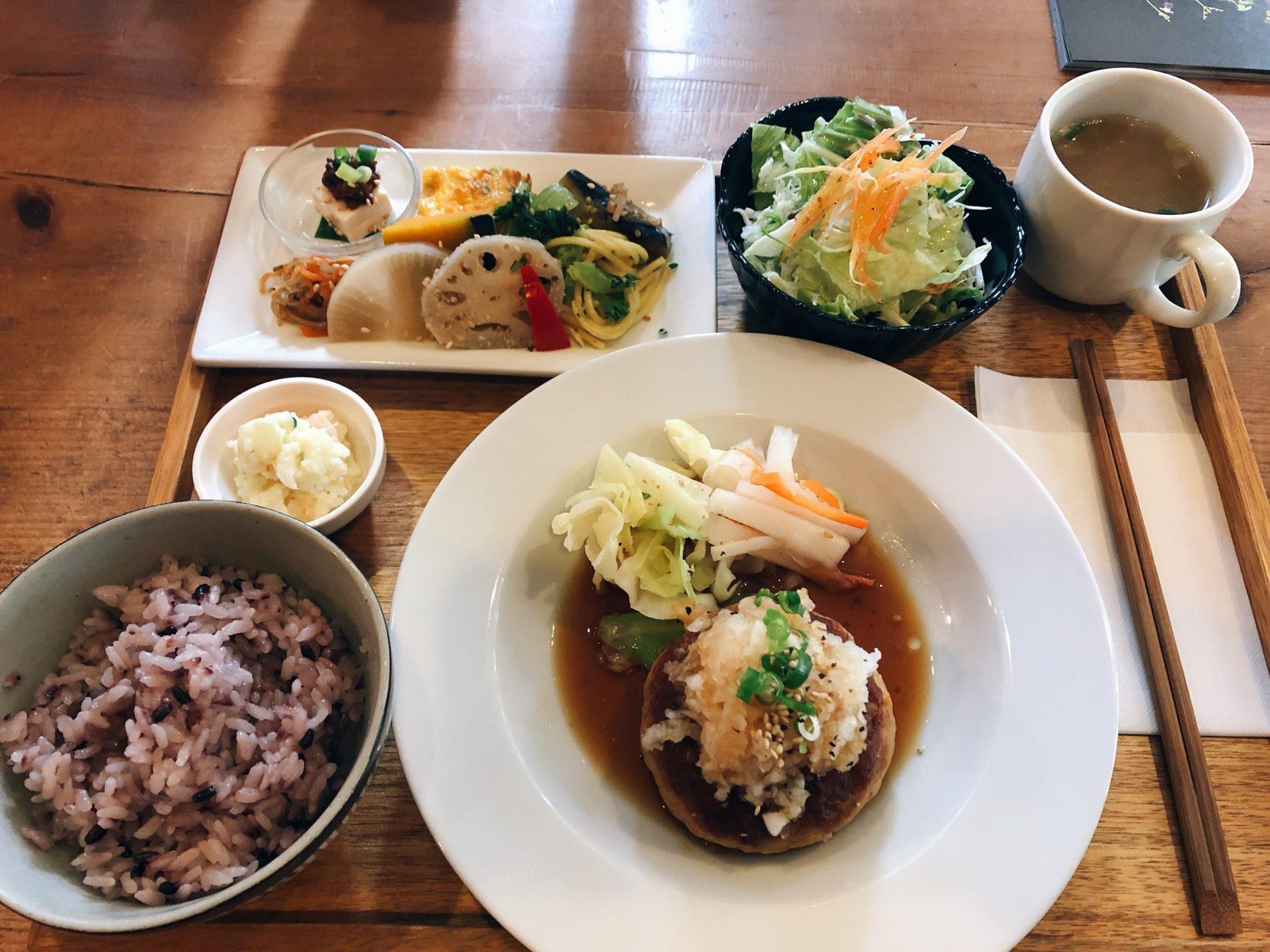 中区役所の東隣  和カフェの 畠瀬本店 食品部のランチは品数多くハンバーグが大人気!来店時は絶対に予約をおススメ!
