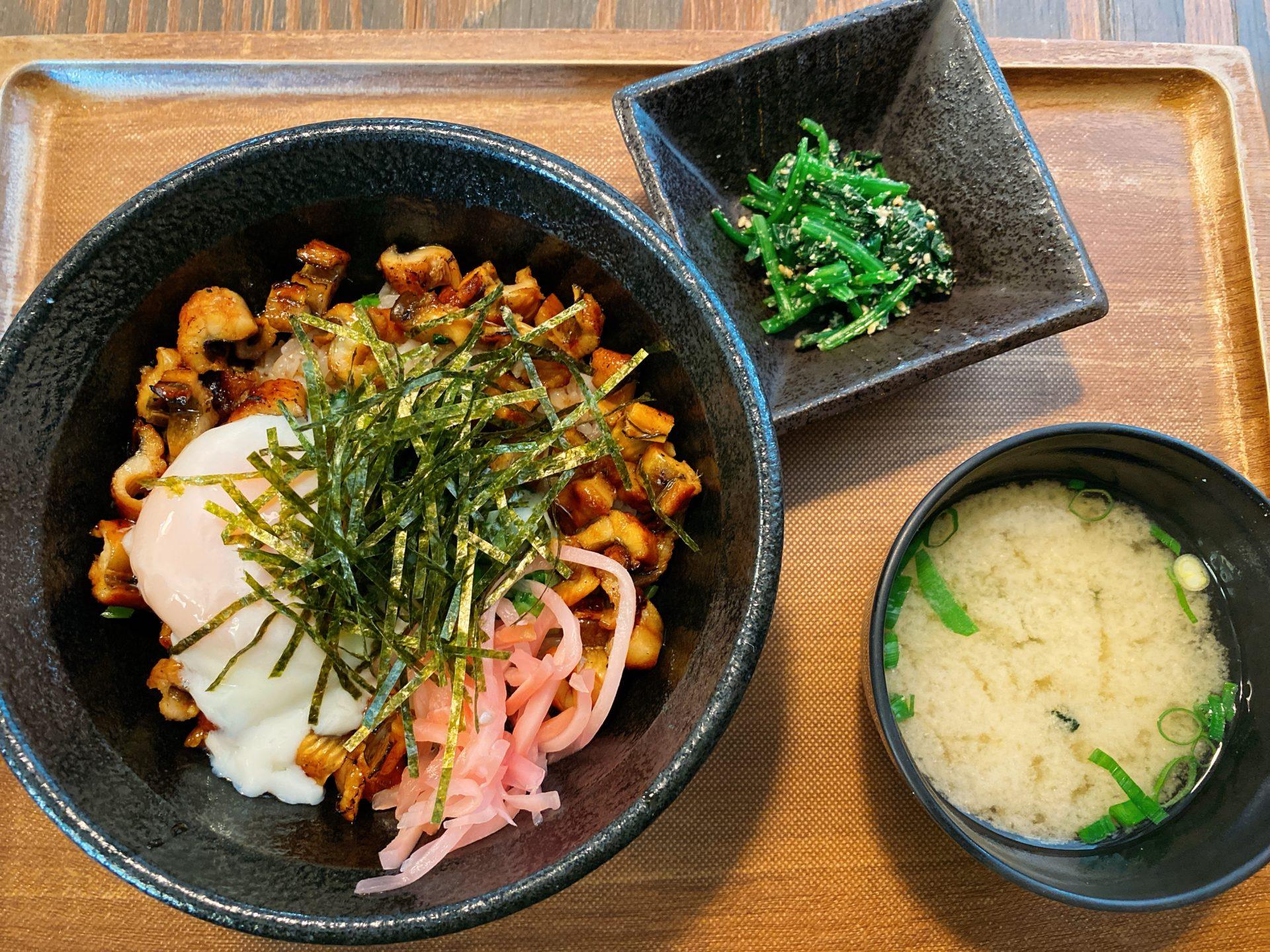 玉野市深山公園内 深山のカフェ食道の「温玉あなご飯」は、Sea級グルメグランプリの「たまの温玉めし」を改良したオリジナル!