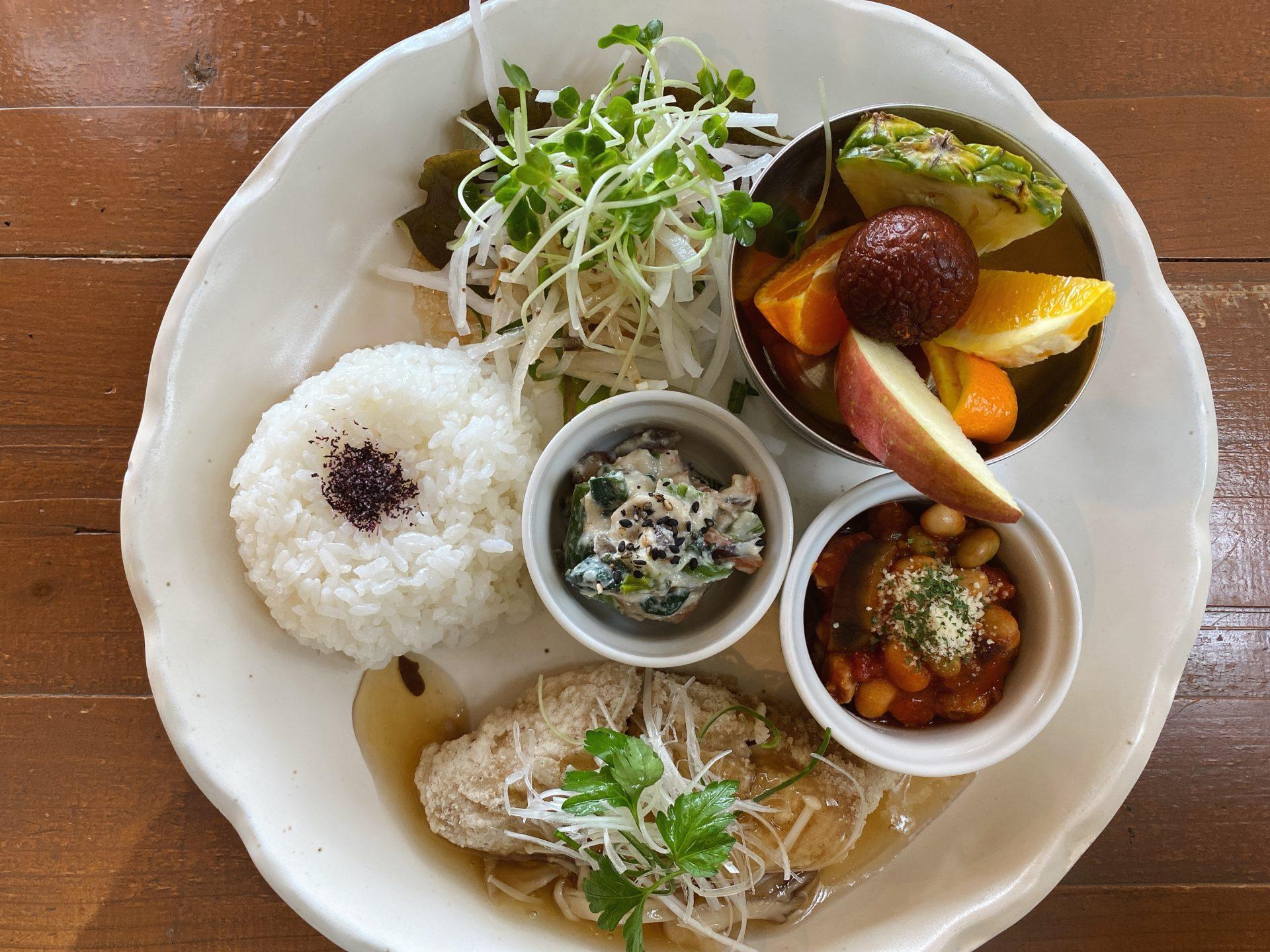 玉野市後閑のPARADISE CAFE NALU(パラダイスカフェ ナルー)で海を見ながらゆったりランチ!デザートやドリンクもついて1000円はコスパもいい!