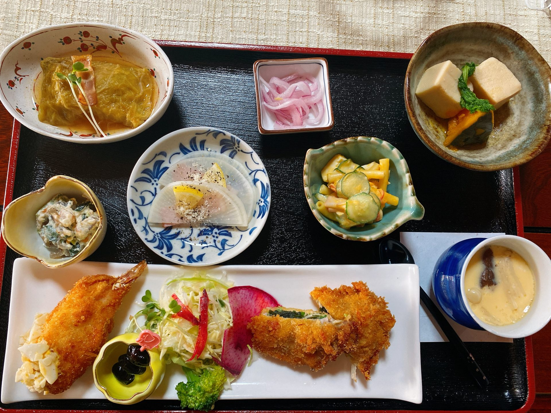 岡山市東区の お寺んち 茶茶 本当のお寺で食べる旬野菜の彩りランチが、月に3日の営業で希少なのに大好評!