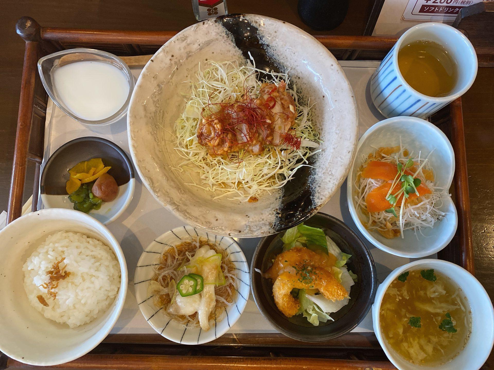 高島駅から車で3分 和風中国飯店 Simple(シンプル)のお昼は日替わりランチのみで、今日のメインは油淋鶏!