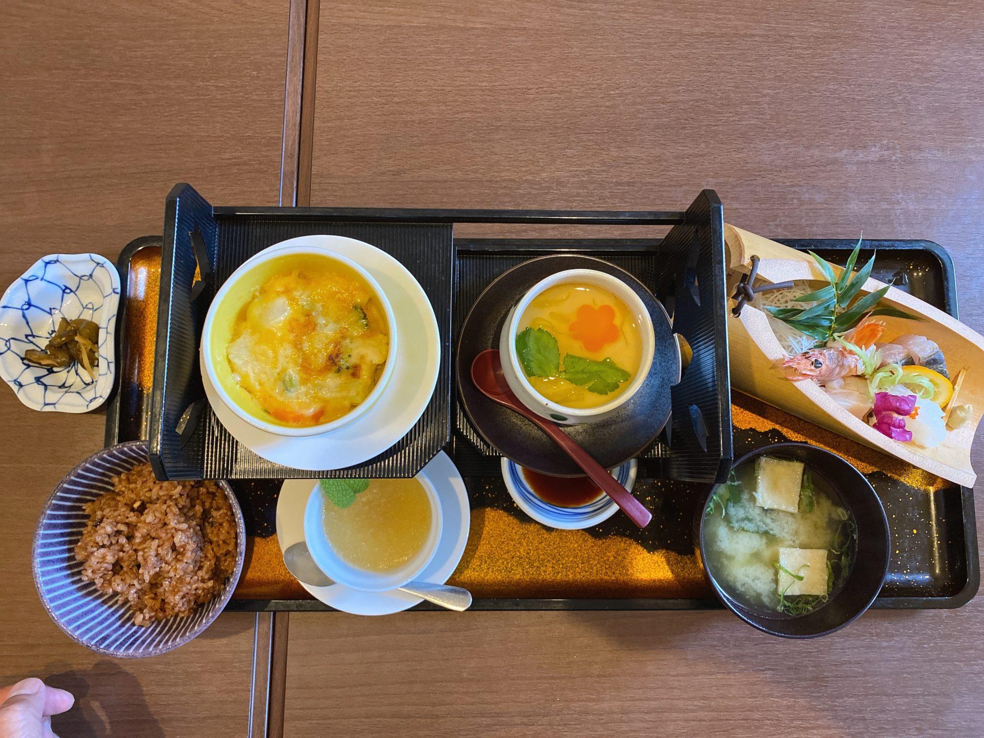 邑久駅から徒歩10分 創作おもてなし料理 美膳 の「おもてなし御膳」は、個室で頂く平日限定のランチで、メインに刺身を選択!