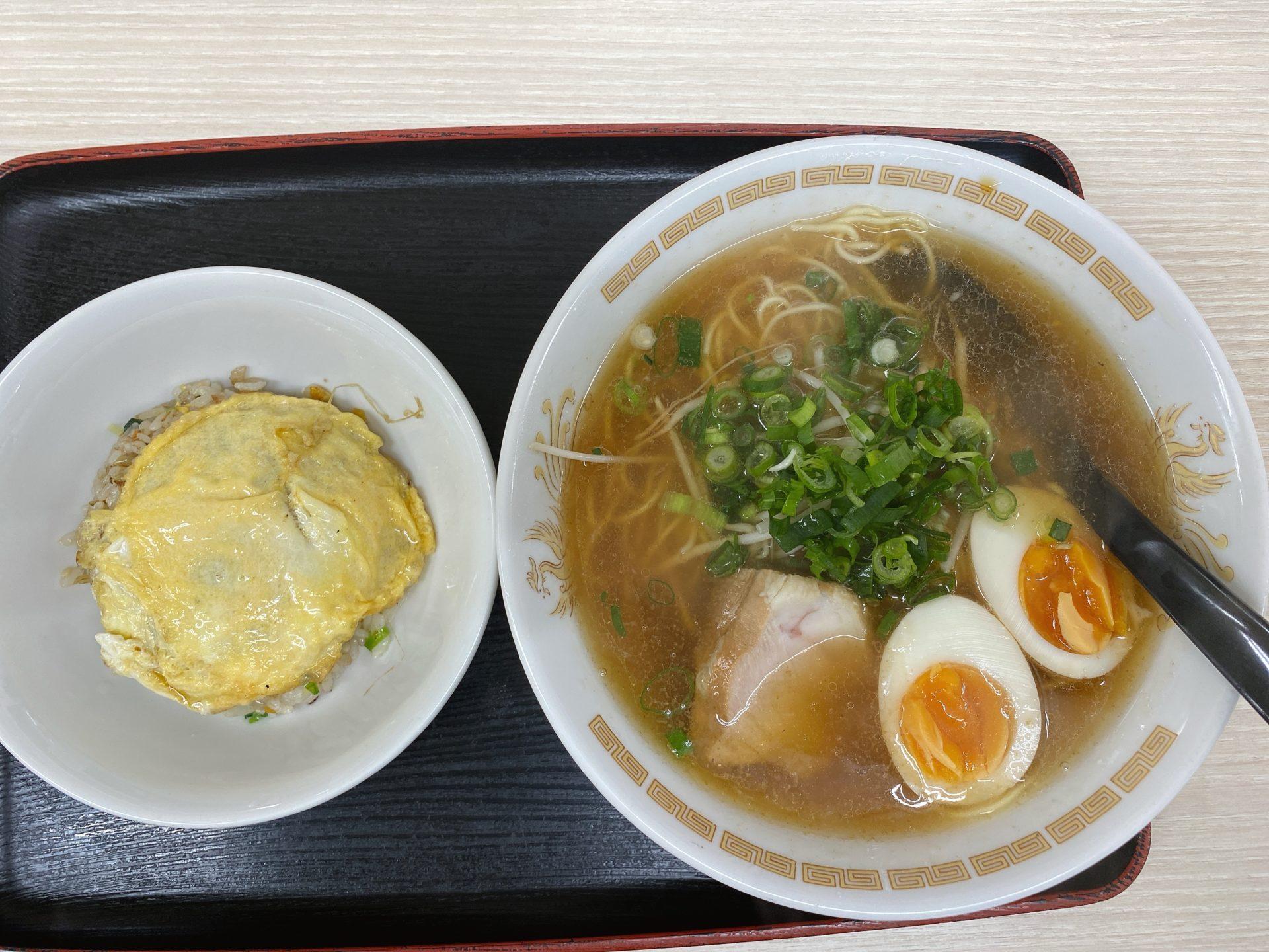 高島駅から車で5分 とん亭ラーメンはアゴ(トビ魚)ベースのあっさりスープ ランチはミニチャーハンが付いて680円でコスパ良し!