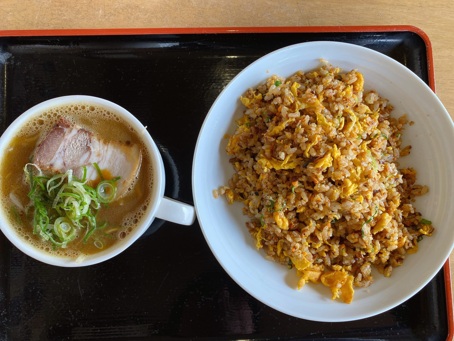 東岡山駅から車で3分 拉麺食堂 一八(いっぱち)はラーメン以外も丼物やトンカツ、唐揚げ等の定食メニューが充実!コスパもよく、味も量も満足!