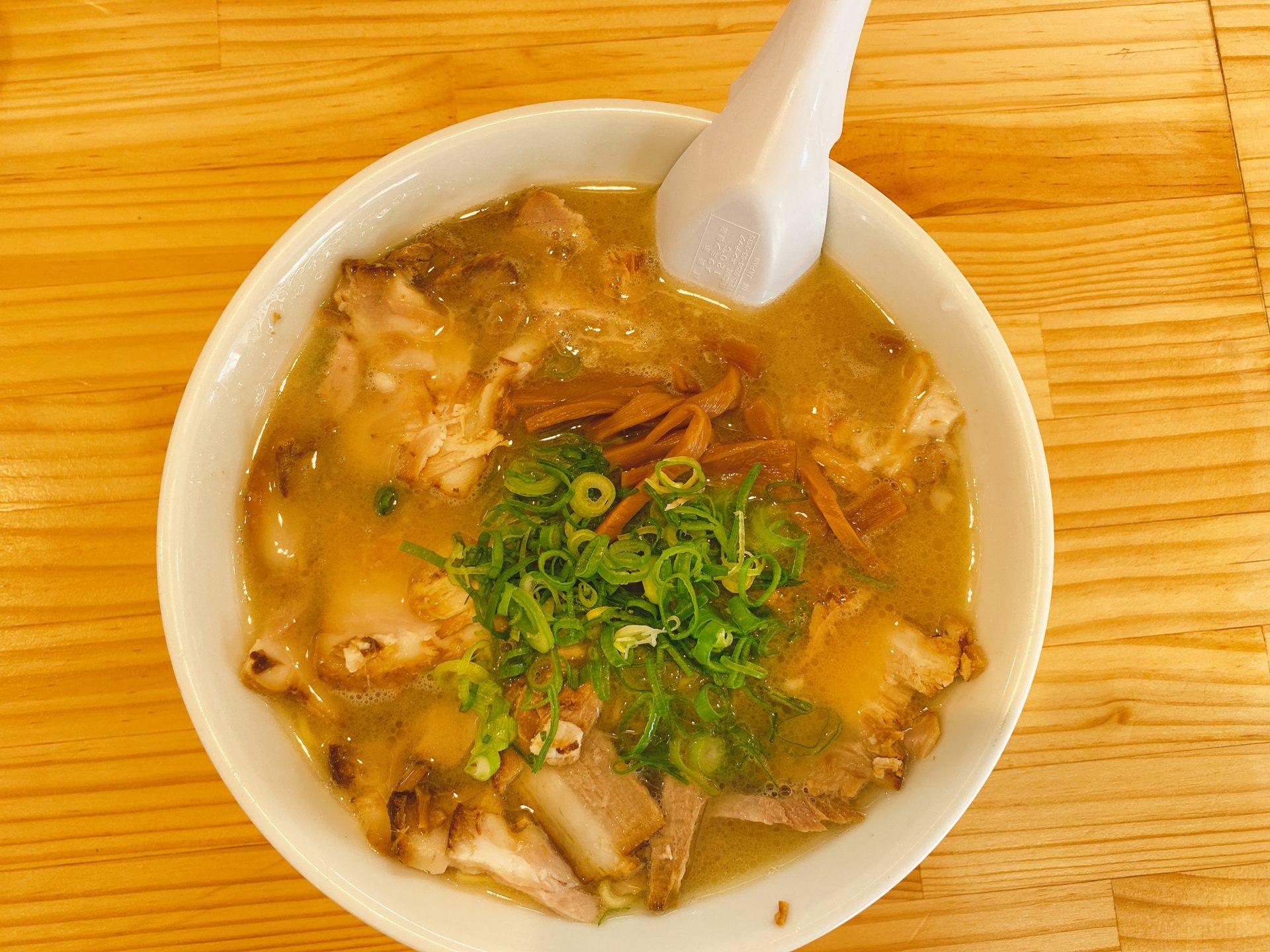 山陽ICから車で5分 らーめん道場は、豚骨醤油スープと麺と具のバランスが絶妙!味もコスパも良く、おススメはチャーシューめん