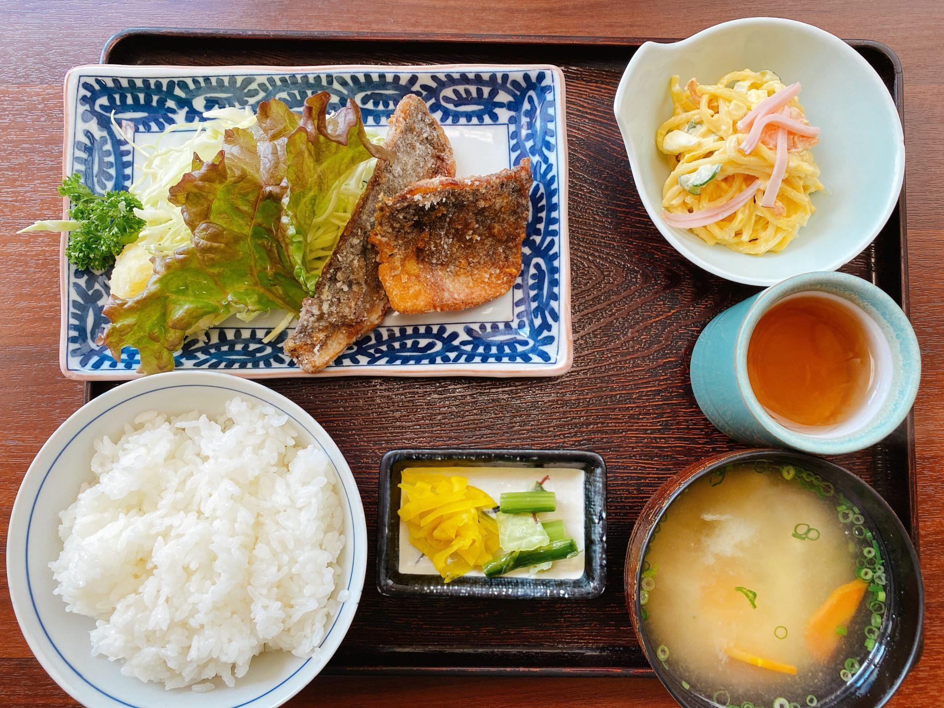 岡山駅から徒歩10分 海鮮料理 はまゆうにて初ランチ!刺身が気になるも、日替定食のあじの竜田揚げを頂き、ダイエットチャレンジ終了