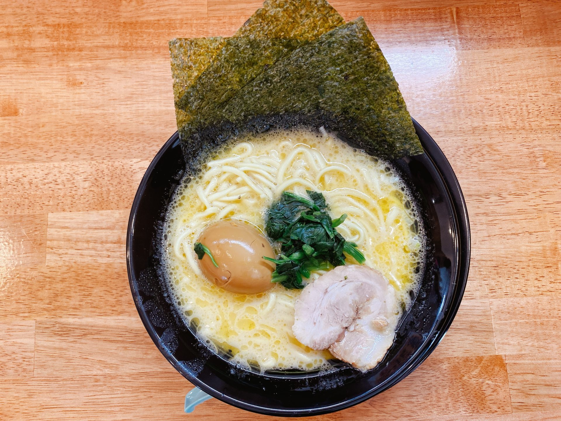 3月7日オープン!家系ラーメン しゃかりき家は、妹尾駅から車で5分!スープは塩と醤油から選択で、トッピングでお好みにカスタム