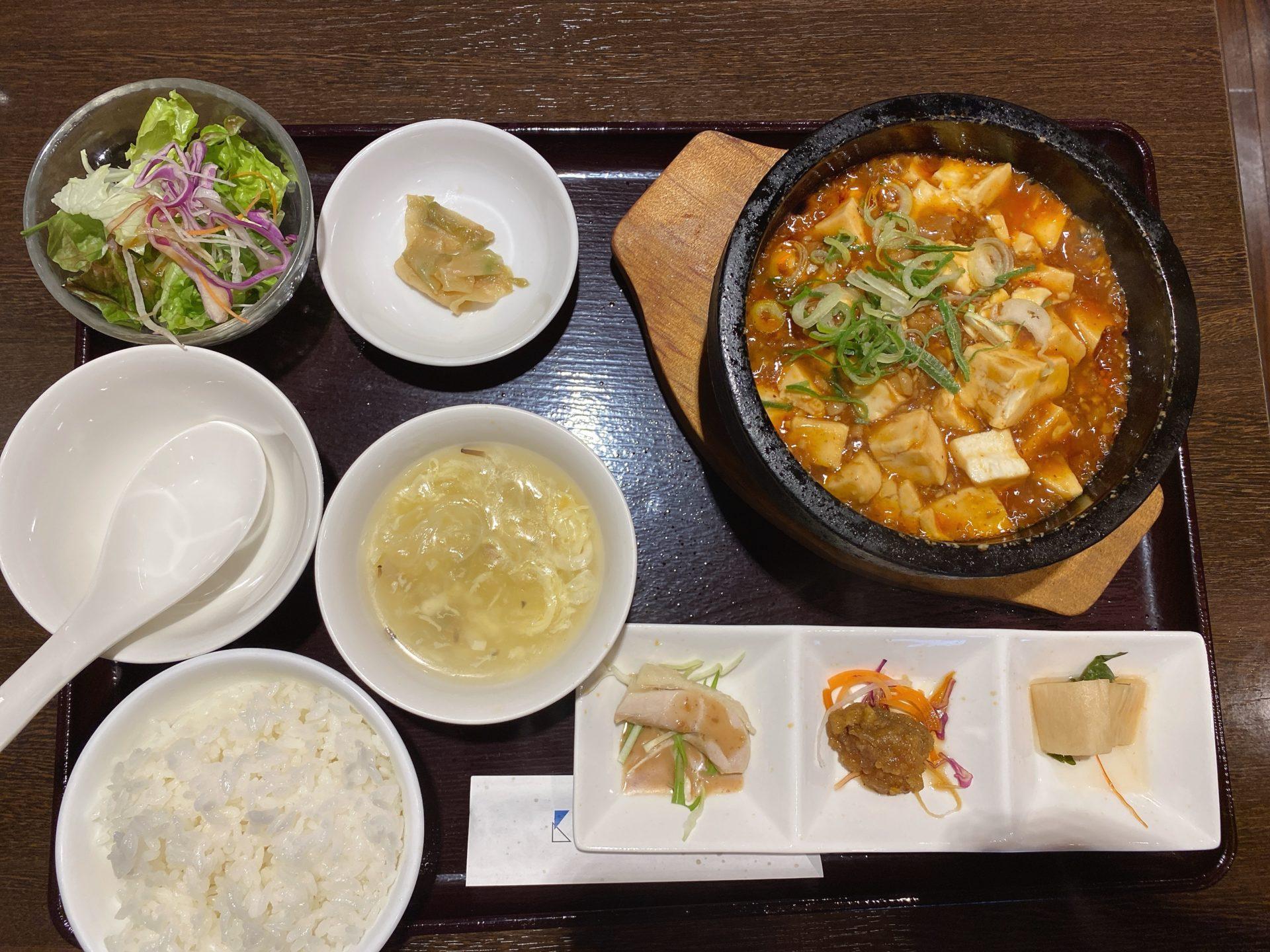 岡山駅から徒歩6分 安心野菜の中華とオーガニックワイン 華菜家 HANAYA(はなや)で熱々の石焼麻婆豆腐のランチを堪能するも、小籠包を追加!