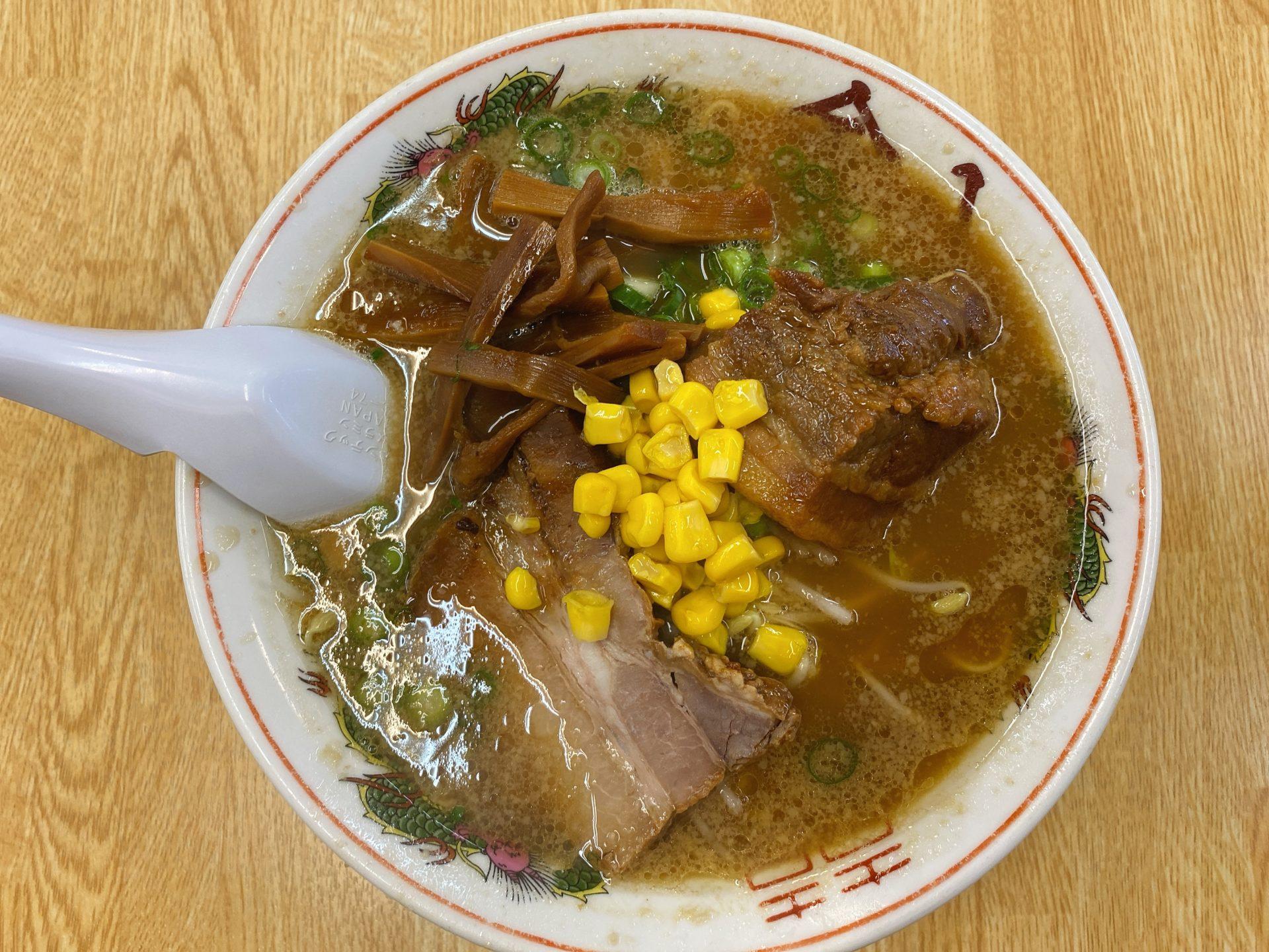 岡山駅から徒歩10分 老舗のラーメン店、金八ラーメンの角煮チャーシューがウマ過ぎる!豚骨醤油のスープと麺の相性も良し!