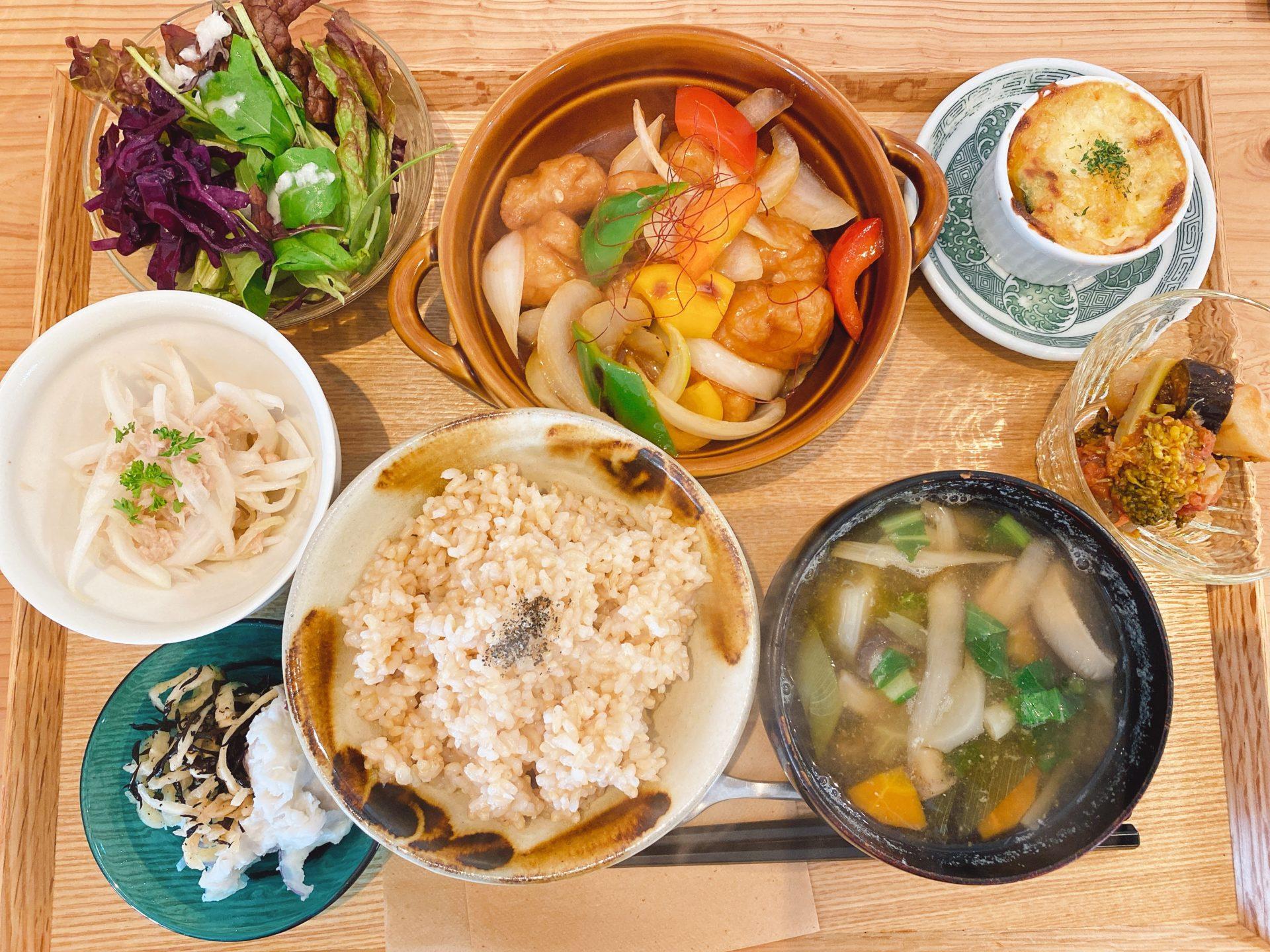 岡電東山駅から徒歩2分 イチカフェ(ichi-cafe)の玄米定食が野菜を中心としたおかずばかりで超ヘルシー!今日は大豆ミートの酢豚風!