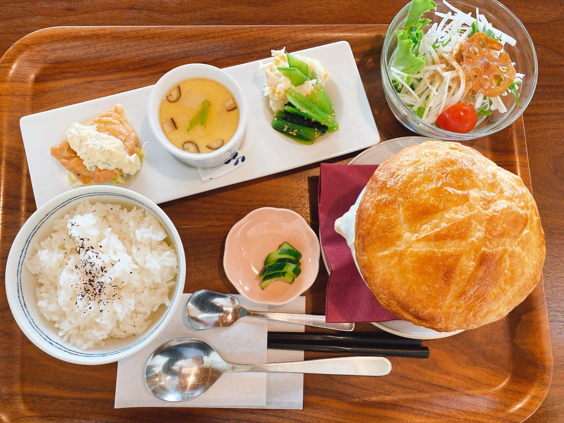 中区倉田交差点から南へ車で3分 【山カフェ アネテ・アニヴェール】の季節を感じるパイスープ付きのランチが素敵に美味しい!