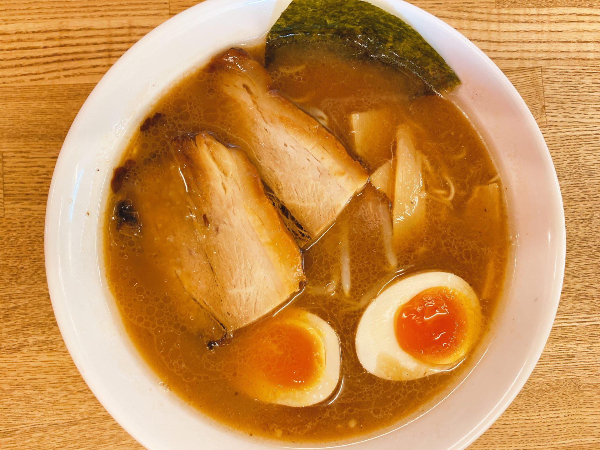 倉敷駅から車で10分 【森本拉麺堂】の鰹&豚骨のダブルスープの旨さにハマり、替玉とご飯の無料サービスに驚く!