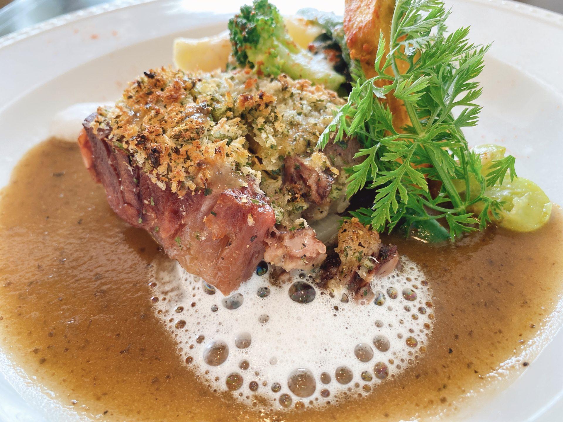 岡山駅から車で6分 フレンチの店【ルヴェール(Le Vert)】で誕生日を祝うランチは<国産牛ヒレステーキ>と<牛すね肉の柔らか煮>のコース