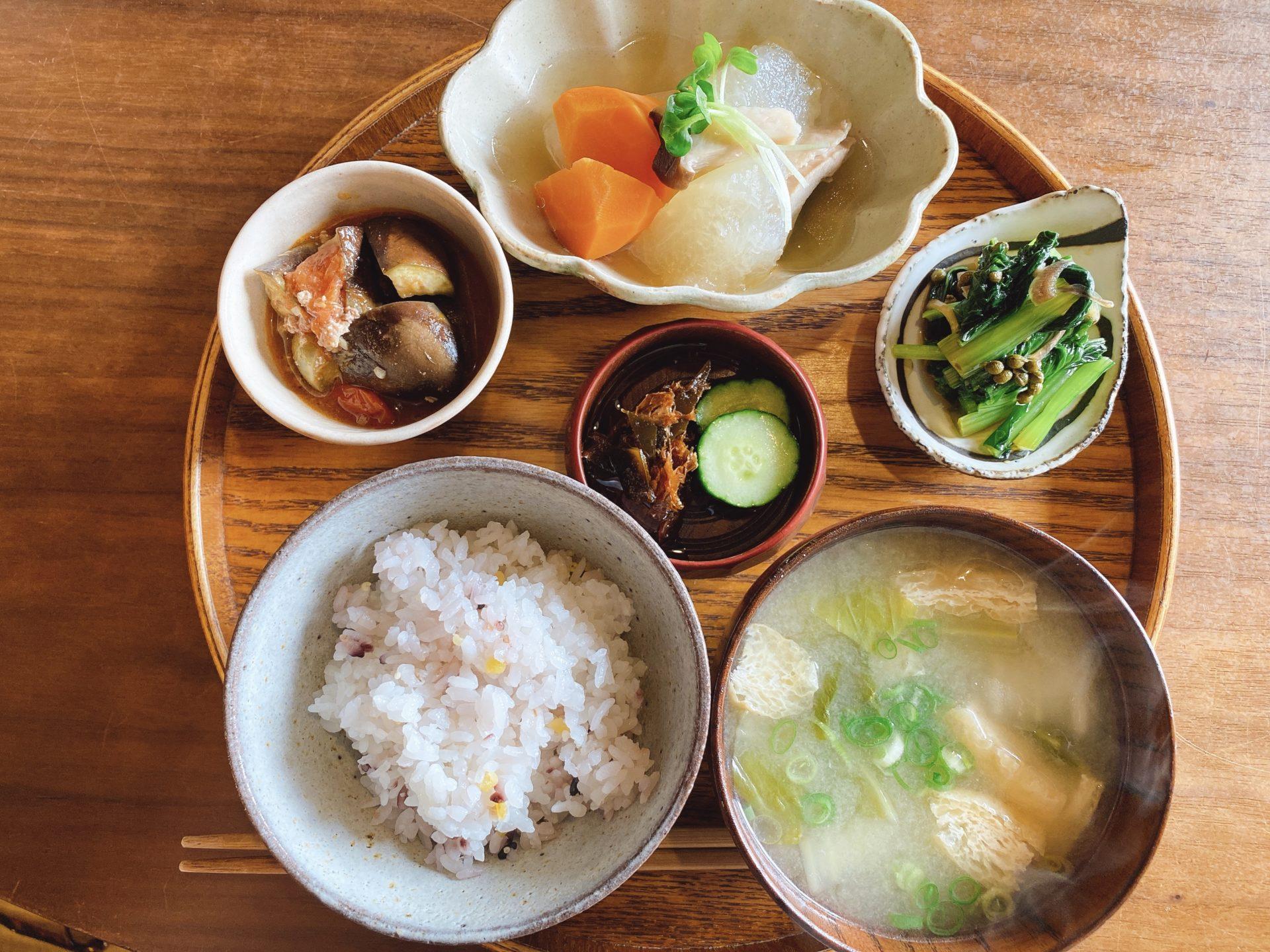 岡山駅から車で5分+徒歩5分 cafe moyau(モヤウ)で初ランチ 旭川を眼下に隠れ家のようなスペースの心地よさにハマる人続出!?