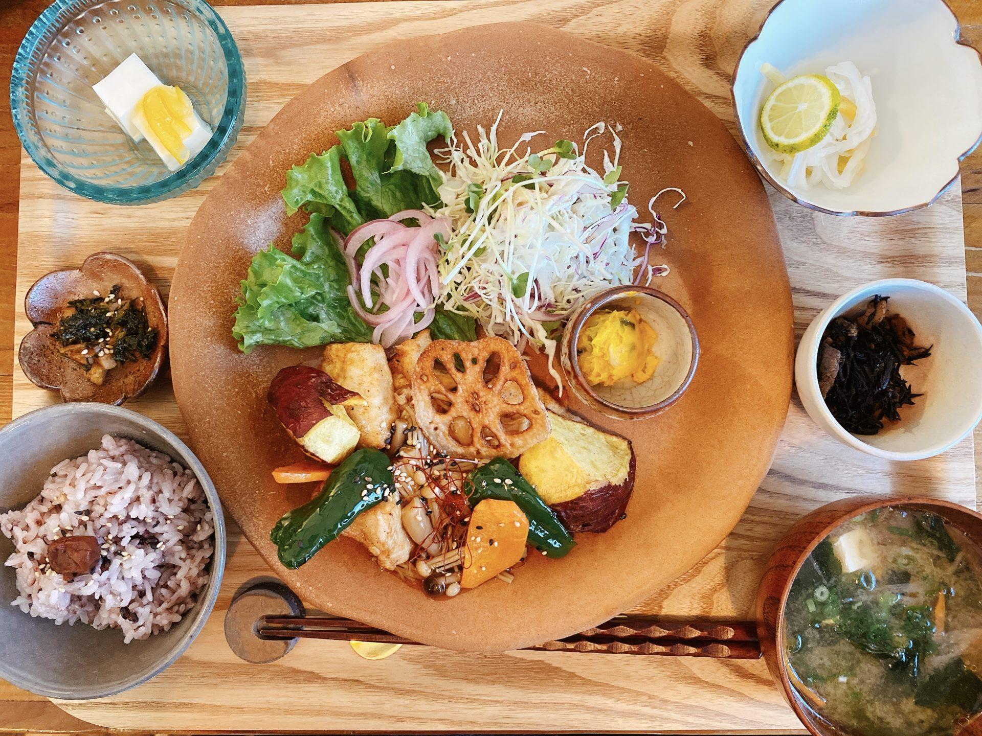 赤磐市桜ケ丘 【コトリトミ】で初ランチ!土日のみ営業の隠れ家のようなカフェは「今日のお昼ご飯」とスイーツが美味しくて大人気!