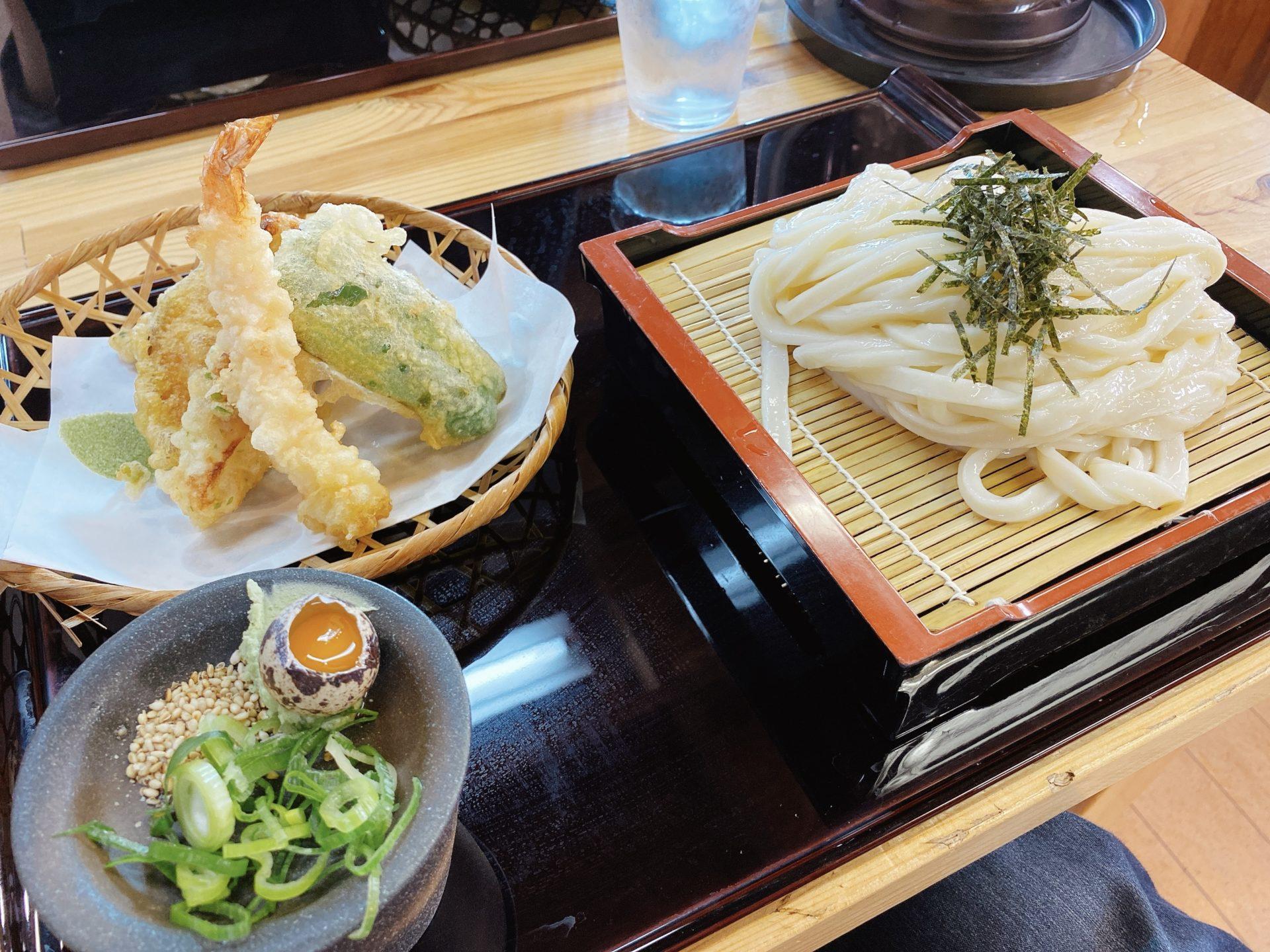 岡山市南区【うどん かえで】を初訪問!ランチで頂いた人気No.1の天ざるうどんがマジで美味しい!この麺の食感がとてもいい!