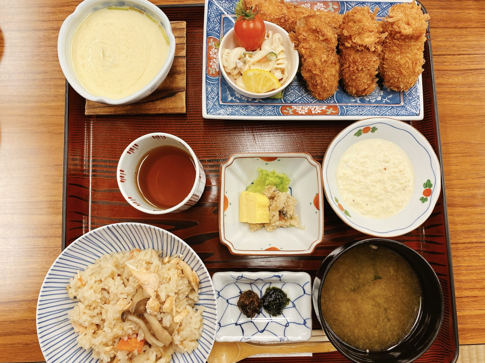 岡山市南区 和食の店【う越新(うおしん)】で食べたランチの、カキフライとエビフライとデザートのごまプリンが美味しかった!