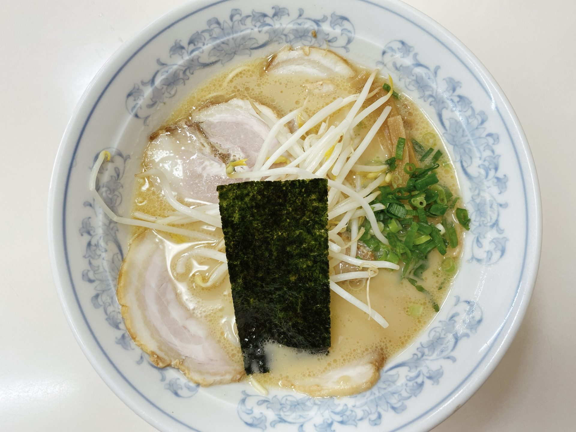 西川原駅から車で5分【浜ラーメン】のラーメンが税込550円のほぼワンコイン!豚骨スープも麺もチャーシューも美味い!