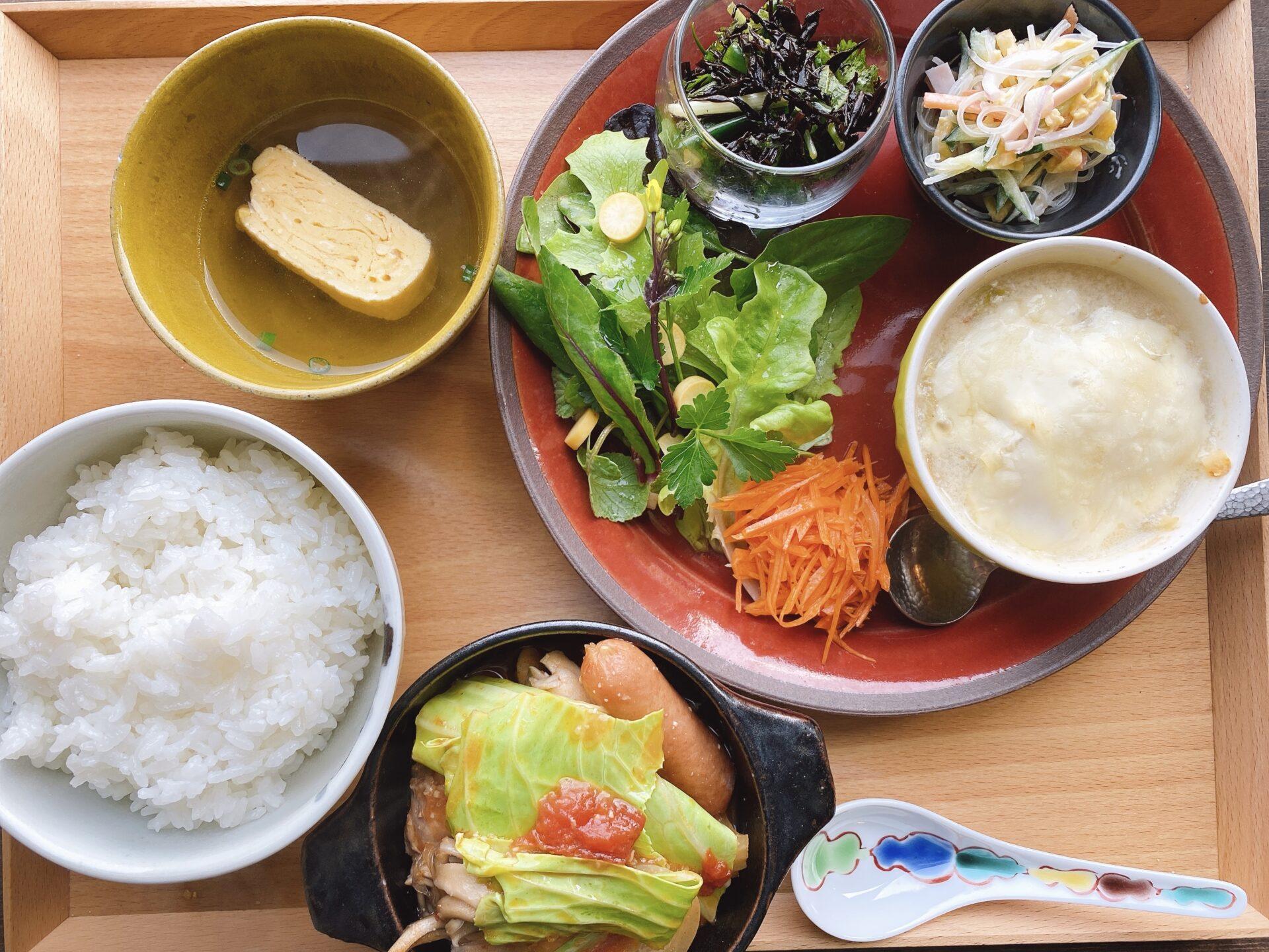 瀬戸駅から車で約6分 隠れ家のような Cafe kokuu(コクウ)で頂く<彩りランチプレート>が、どストライク!とろろとんかつも美味しそう
