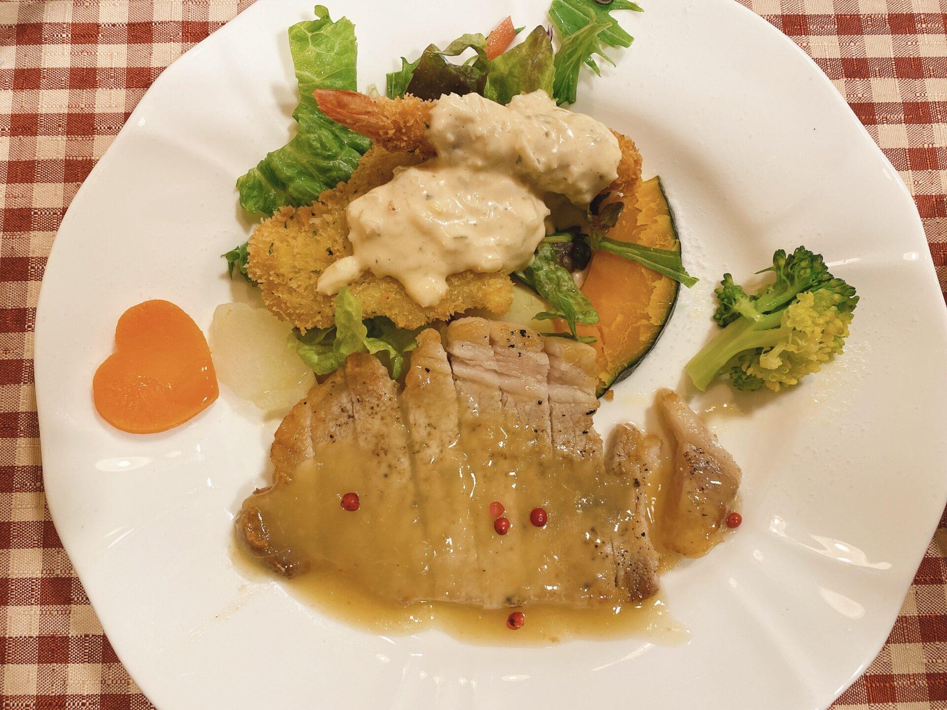 岡山市東区 洋食【サンタムゥール(Saint Amour)伊東】肉料理と魚料理の盛り合わせの日替わりランチセットが一番人気!
