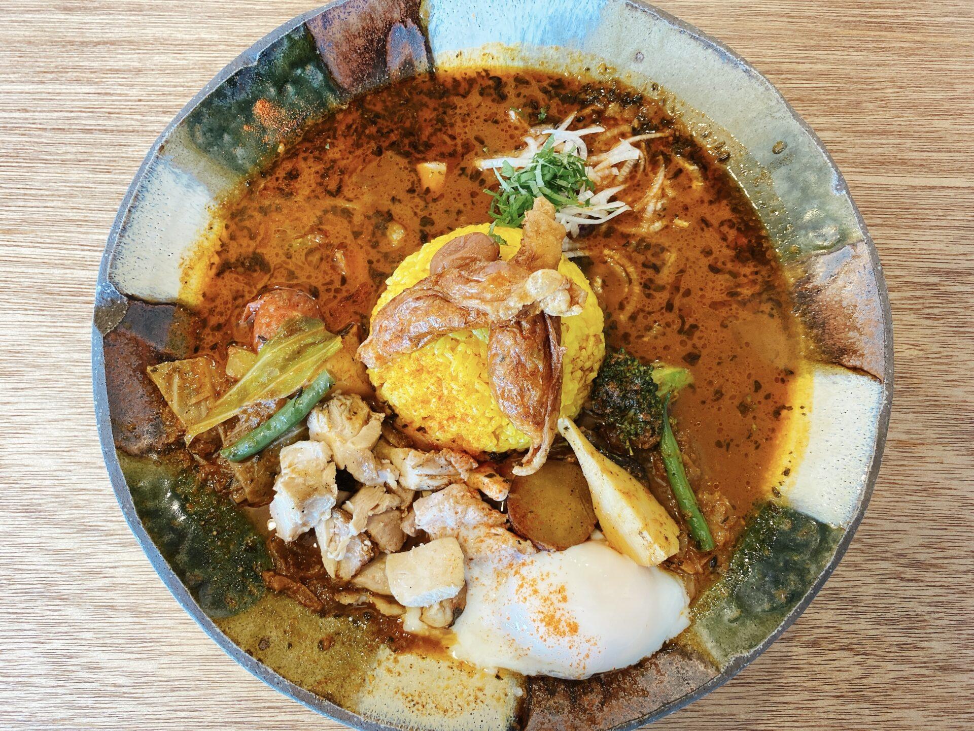 上道駅から車で約8分 スープカレー なっぱ ランチで食べた、たっぷり野菜と鶏皮餃子の入った「鶏ざんまい」が堪らない美味しさ!
