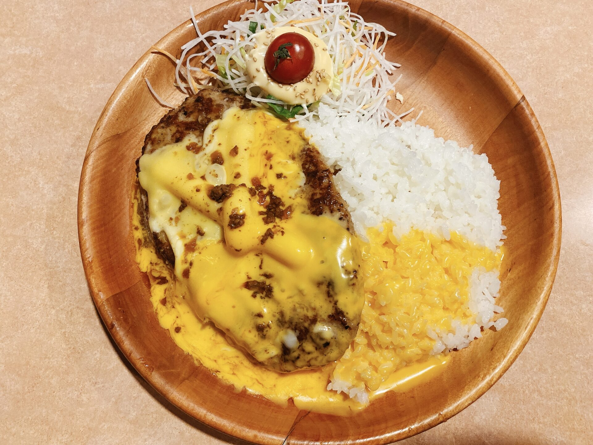 びっくりドンキー 青江店にて期間限定のチーズ三昧バーグディッシュで夕食タイム!チーズ大好き!!