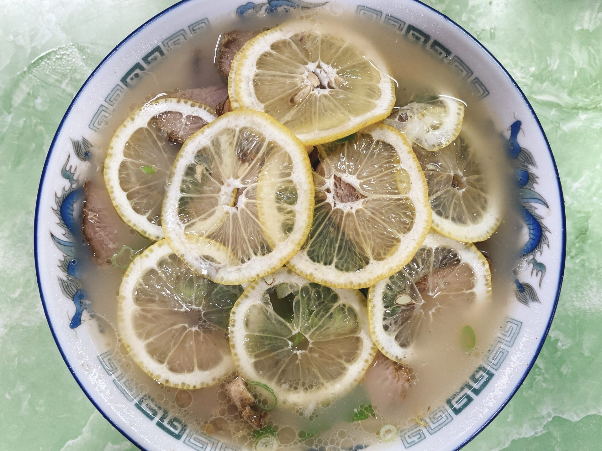 岡山市南区【ラーメン太郎】名物のレモンラーメンは本当に美味しい豚骨スープがあってこそ!